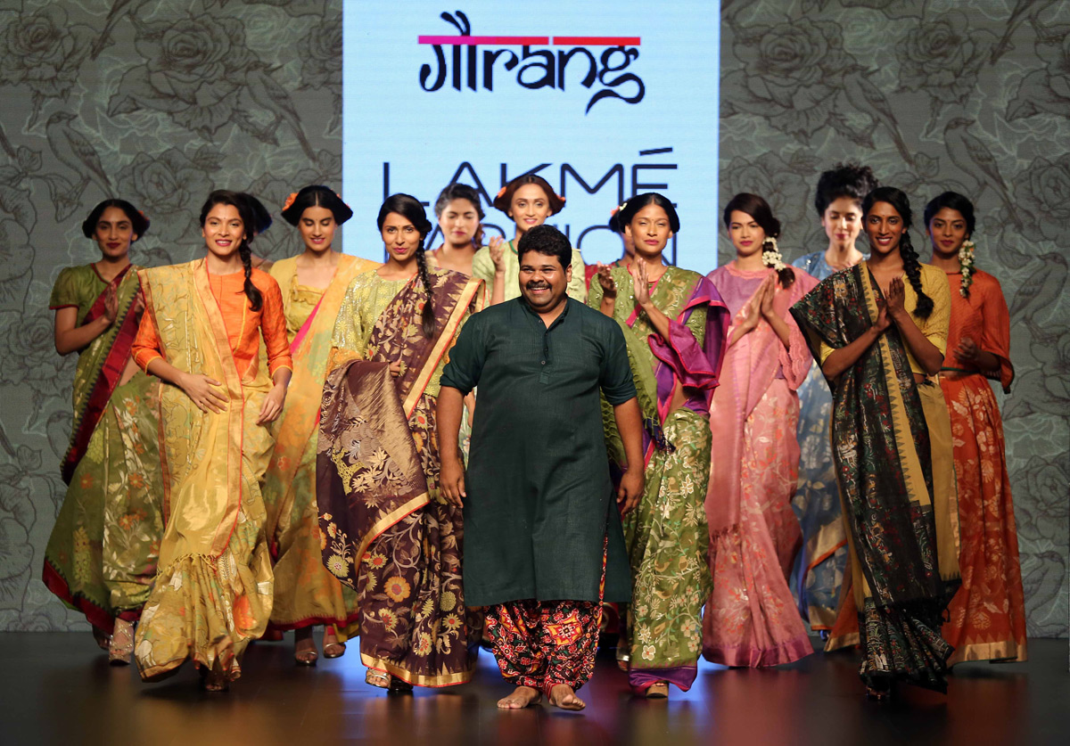 Designer-Gaurang-with-models-at-LFW-SR-2016