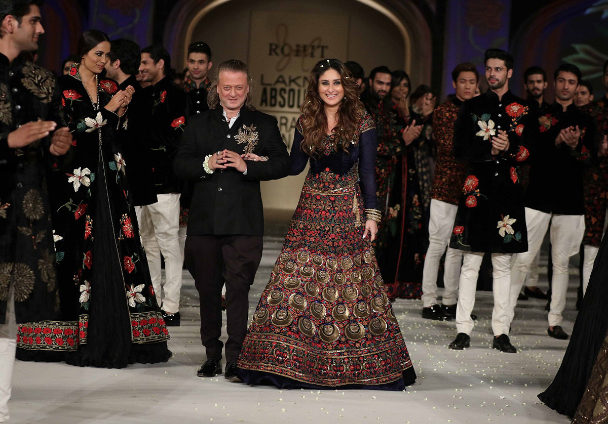 Lakme-Absolute-Brand-Ambassador-Kareena-Kapoor-with-Rohit-Bal-at-the-Lak...