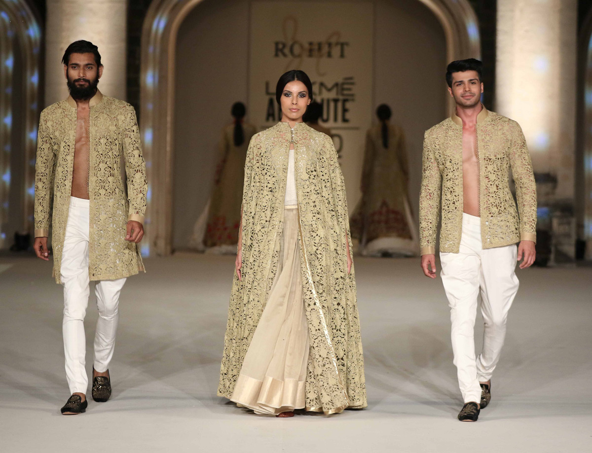Lakme-Absolute-Grand-Finale-by-Rohit-Bal-at-the-Lakme-Fashion-Week-2016