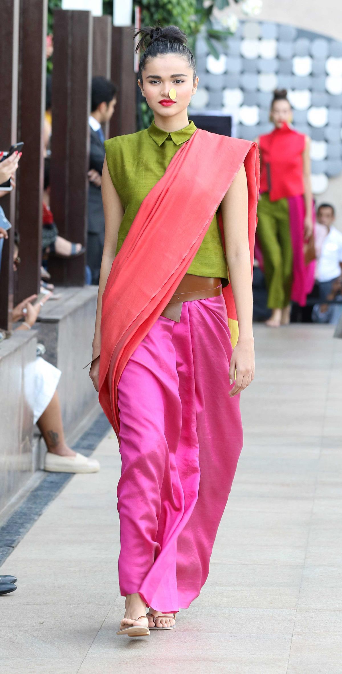 Model-walks-for-Payal-Khandwala-at-LFW-SR-2016
