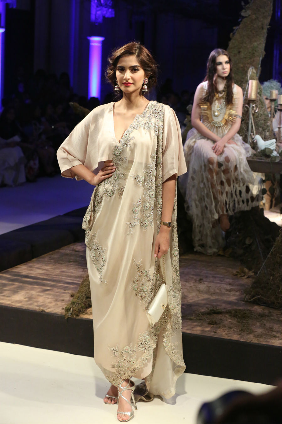 Collection by Designer Anamika Khanna @ FDCI India Couture Week 2016 (1)