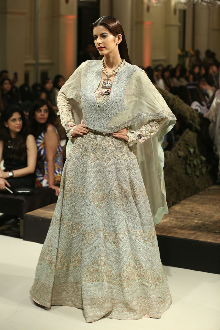 Collection by Designer Anamika Khanna @ FDCI India Couture Week 2016 (4)