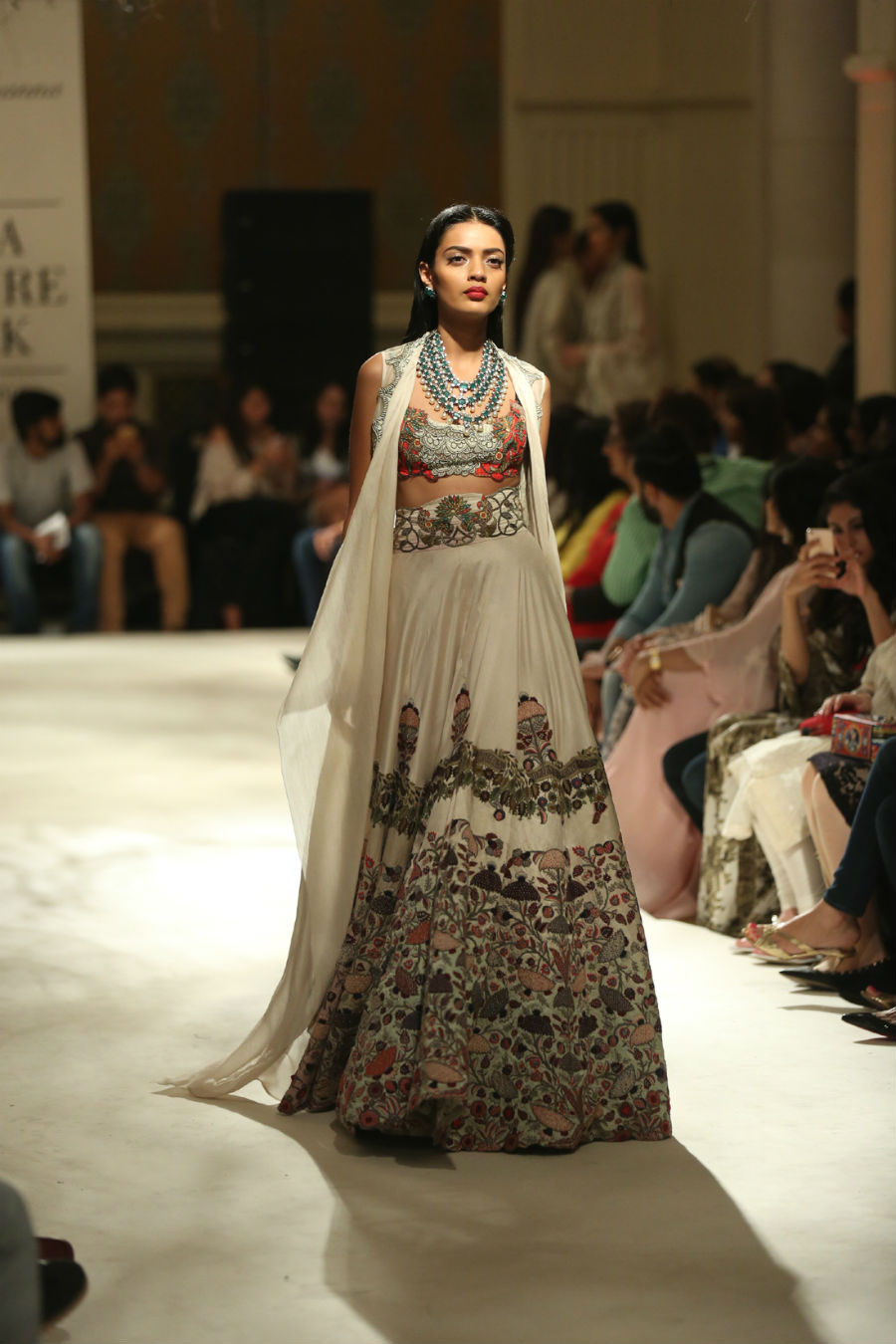 Collection by Designer Anamika Khanna @ FDCI India Couture Week 2016 (5)