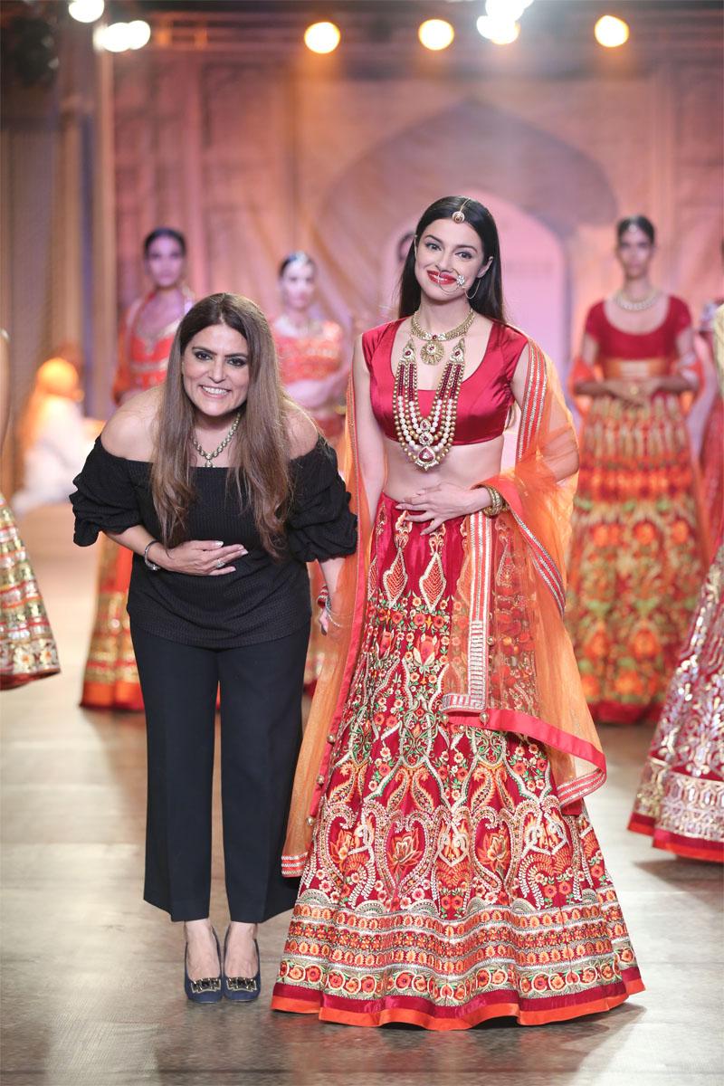 Designer Reynu Taandon and Actor Divya Khosla Kumar @ FDCI India Couture Week 2016