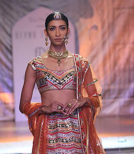 'Kamangari' The New Age Bride decoded by Reynu Taandon at India Couture Week