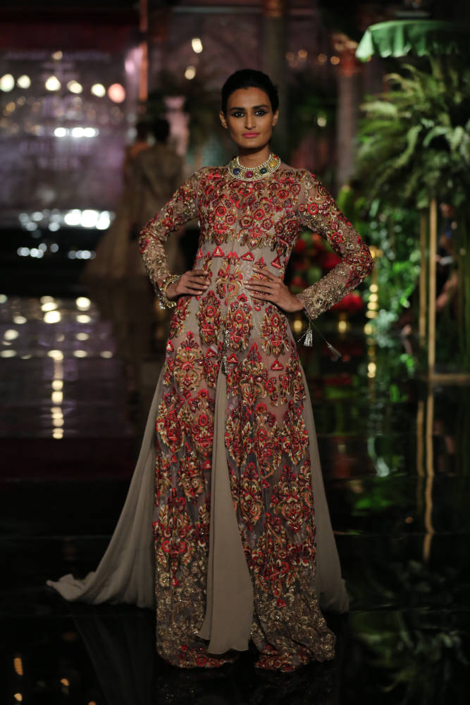 Manish Malhotra Unfolds THE PERSIAN STORY at India Couture Week ...