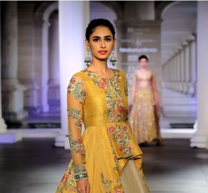 Shyamal & Bhumika's Couture  'Muse of Mirrors' is Visual Delight for Handloom Lovers